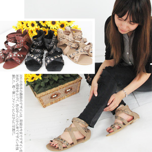 羅馬鉚釘扣鏤空編織低跟涼鞋.拖鞋